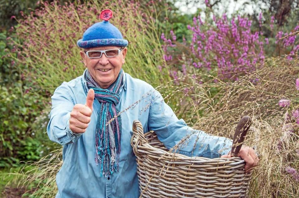 Tuinpionier en legende Ton ter Linden is één van de grondleggersvan de Dutch Wave. Ton heeft in zijn leven al veel mensen gelukkig gemaakt met zijn tuinen in o.a. Ruinen en De Veenhoop. Regelmatig staan er berichten op TuinenStruinen. Ton heeft een enorme invloed op hoe wij tegenwoordig naar tuinen kijken. Een bijzonder mens...en dat is het!
