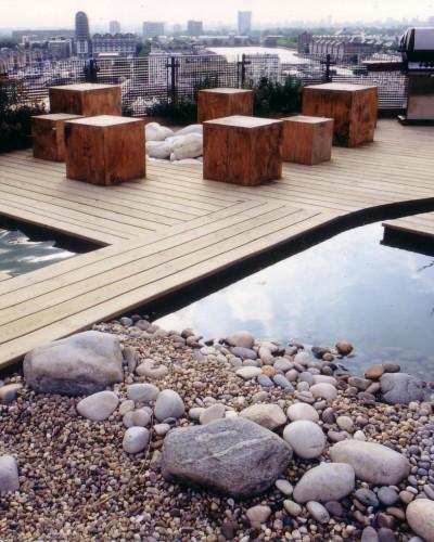 Een door Andy Sturgeon ontworpen daktuin in de Docklands van Londen.