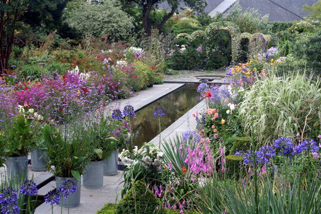 De romantische landschap-tuin van Helen Dillon.
