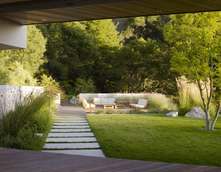 Grote Moderne Tuin : Tuin met grote zwemvijver op een heuvelrug in berkeley u s a