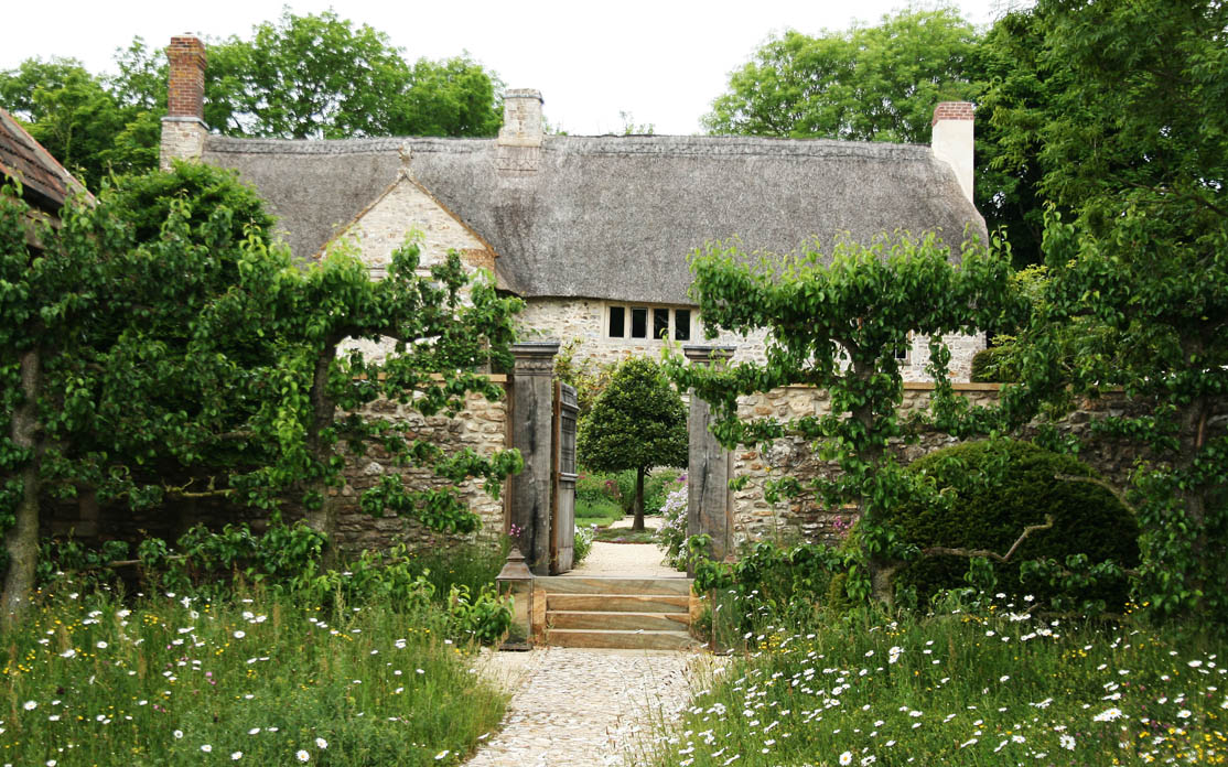 Ontwerp van Arne Maynard voor oude boerderij in Devon ...