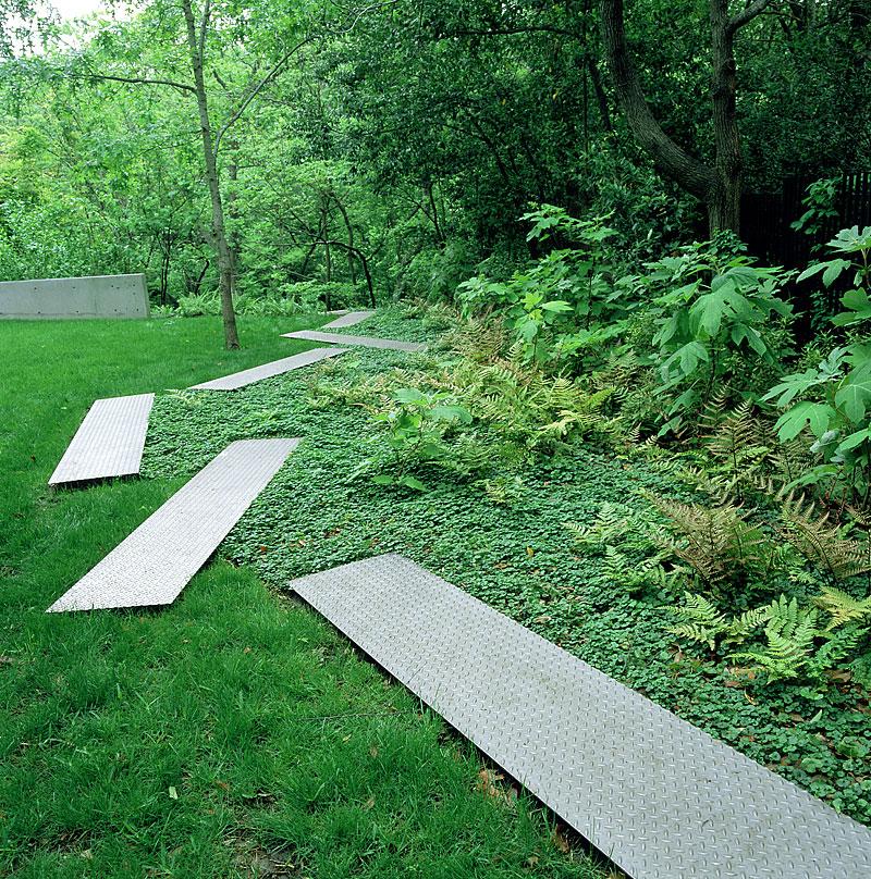 Bostuin met low impact moderne elementen tuinenstruinen org - Landscaping modern huis ...