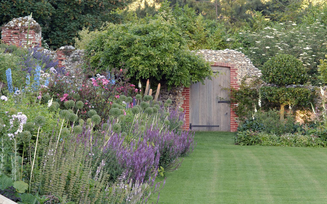 Romantische tuin in Norfolk : TuinenStruinen