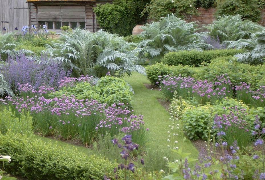 Franse sfeer in Engelse Landschap tuin. : TUINENSTRUINEN.ORG