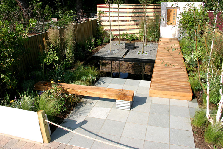 Spannend ontwerp van andy sturgeon voor stadstuin van slechts 40 m2 tuinenstruinen org - Klein zwembad in de kleine tuin ...