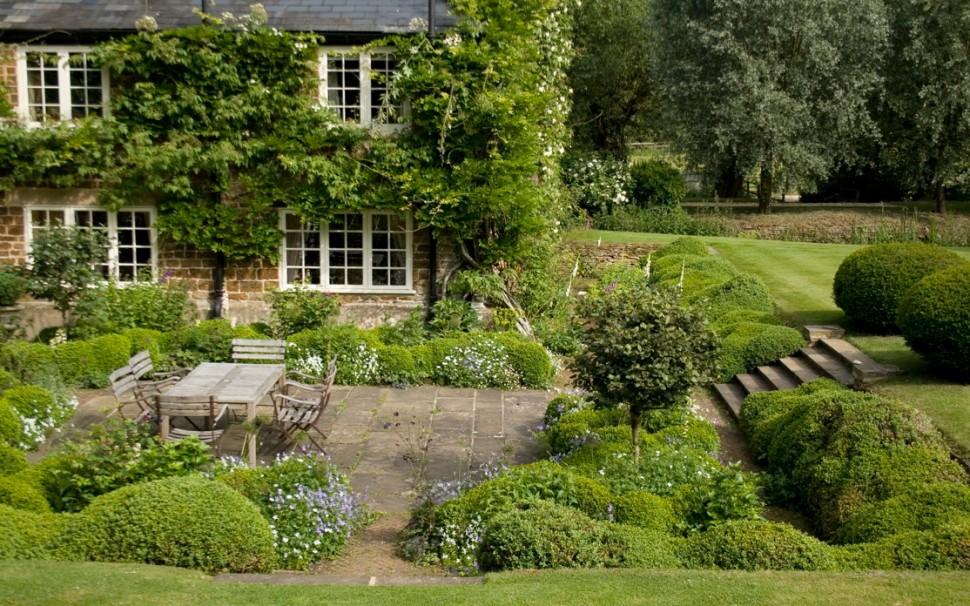 Oud mill house met romantische tuin aan de cherwell tuinenstruinen org - Tuin ideeen met kiezelstenen ...
