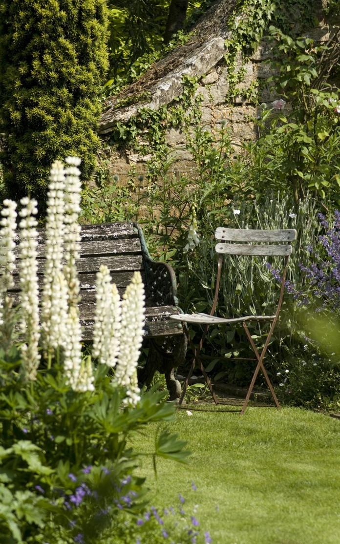 Oud mill house met romantische tuin aan de cherwell tuinenstruinen org - Tuin decoratie met kiezelstenen ...