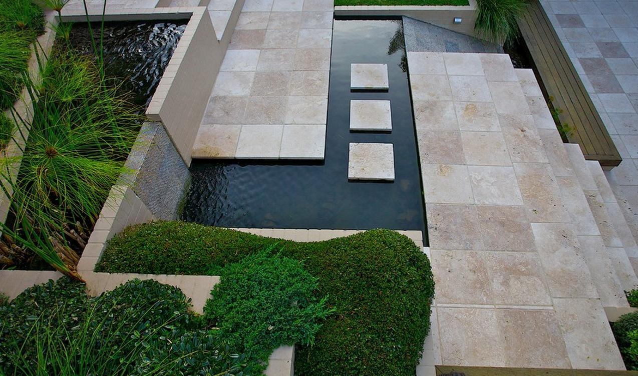 Moderne tuin op steile heuvelrug in sydney for Jardin designer