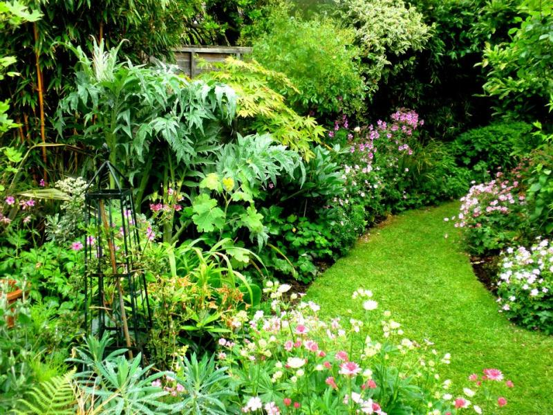 De tuin van Richard u0026 Liz Chown, 1 Ashcombe Drive Bexhill, Sussex . De ...