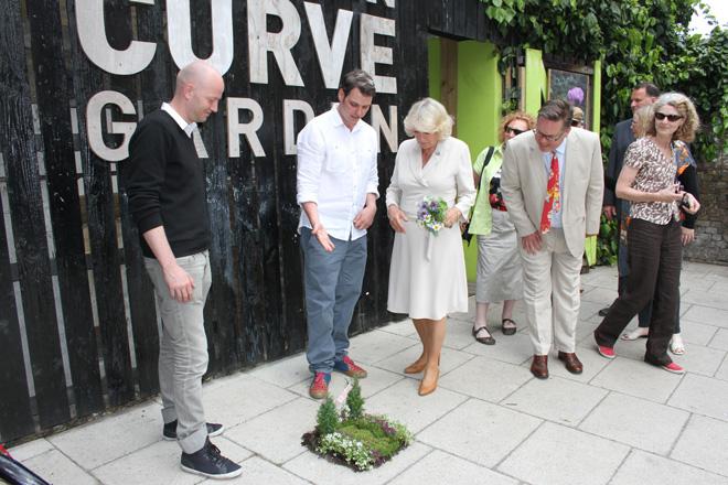 Camilla de Duchess of Cornwall met de Pothole Gardener