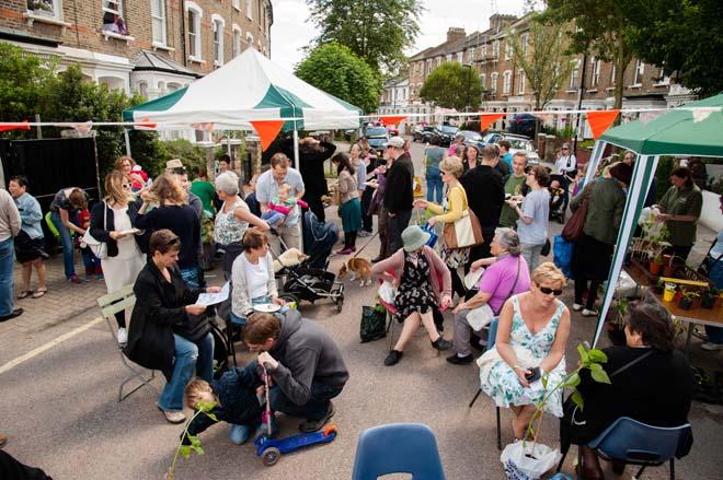 In Finsbury Park, in het noorden van Londen, een feestje waarna alle voortuinen in de buurt werden bezocht.