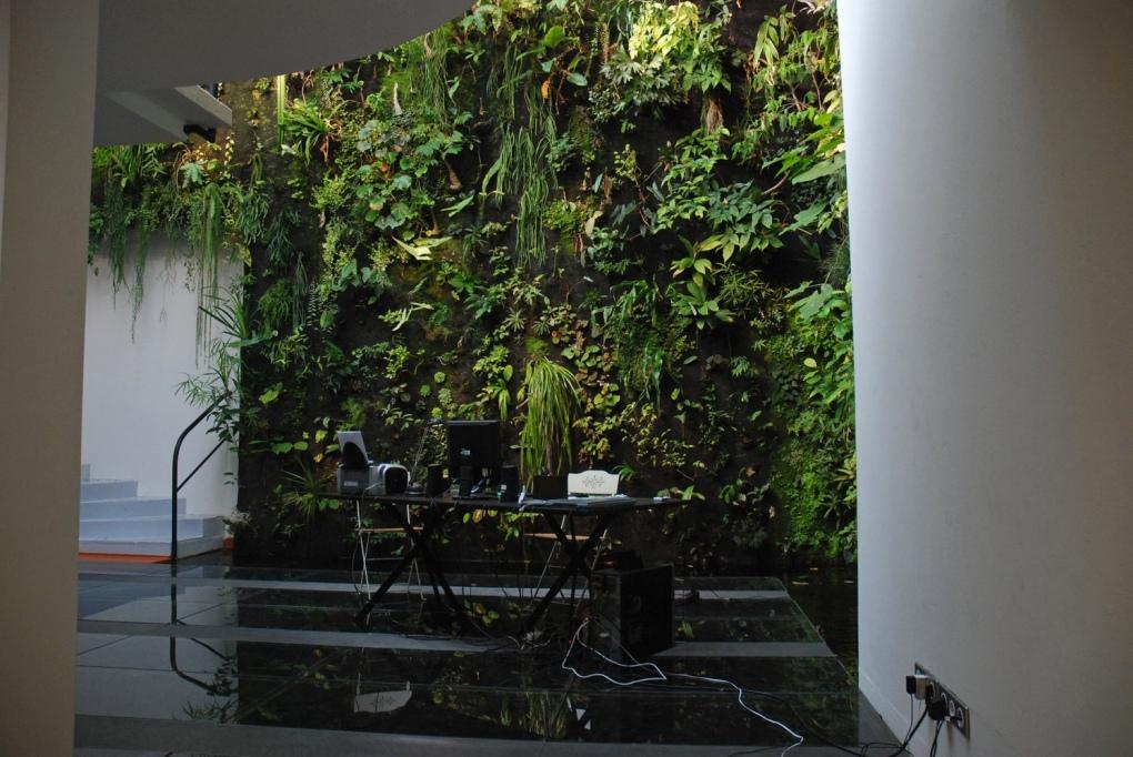 De groene werkplek van verticale - tuinontwerper Patrick Blanc