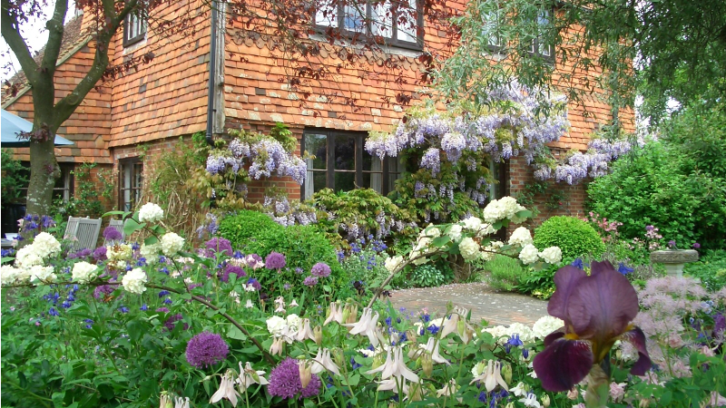 Cottage Garden Old Buckhurst in Kent