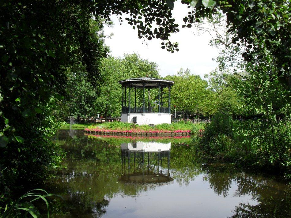 De muziektent in het Vondelpark is een rijksmonument