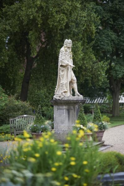Sir Hans Sloane verhuurde de tuin aan de Society of Apothecaries voor £5 per jaar.