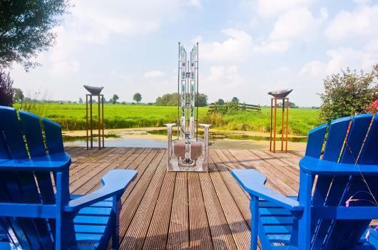Vanaf de 'Art-vlonder' een mooi uitzicht over het Friese platteland