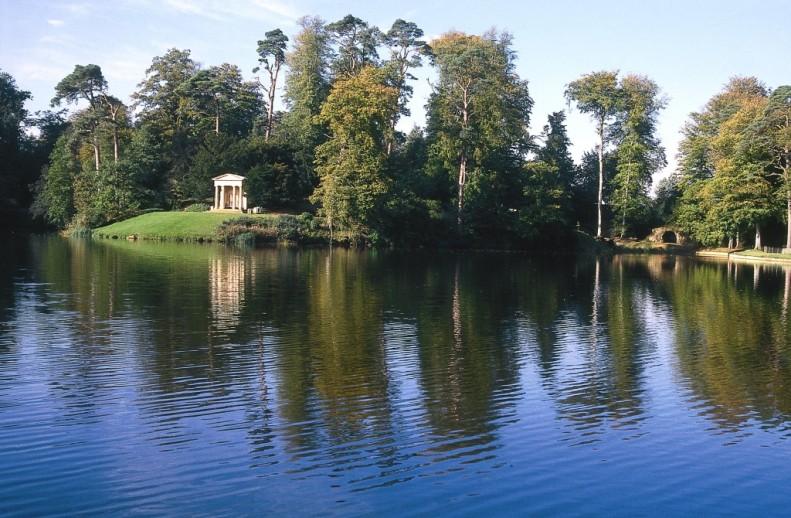 Bowood-Grounds-Lake-1024x670