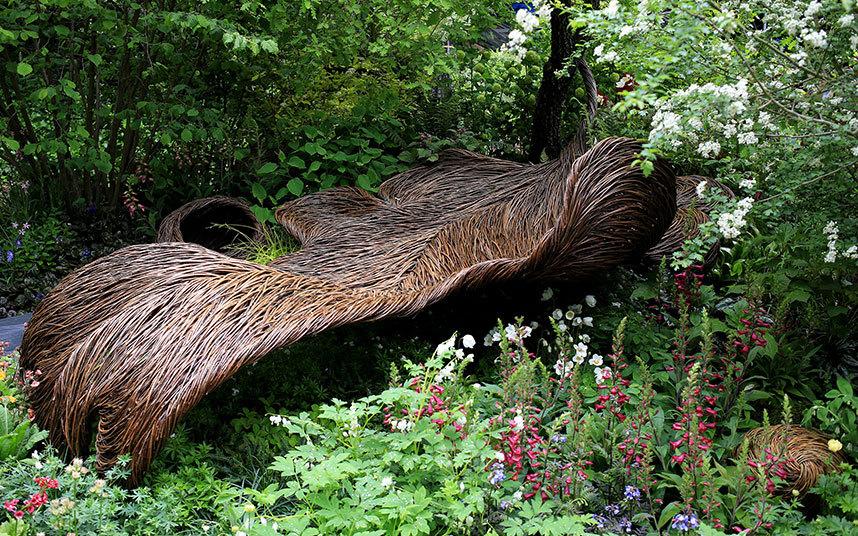 Het nest van Tom Hare in de Breast Cancer Haven-tuin van Sarah Eberle