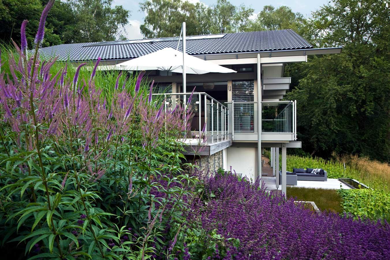 Heuvelachtig Tuin Ontwerp : Huf haus in surrey landschap en het subtiele tuinontwerp van