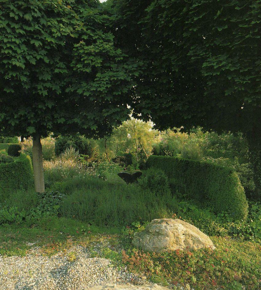 Detail van de tuin van Han Njio door Marcel Malherbe.