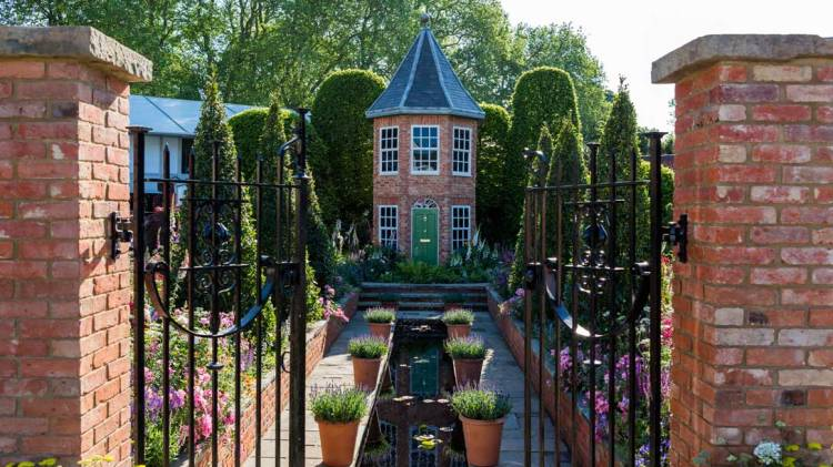 The Harrods British Eccentrics Garden door Diarmuid Gavin