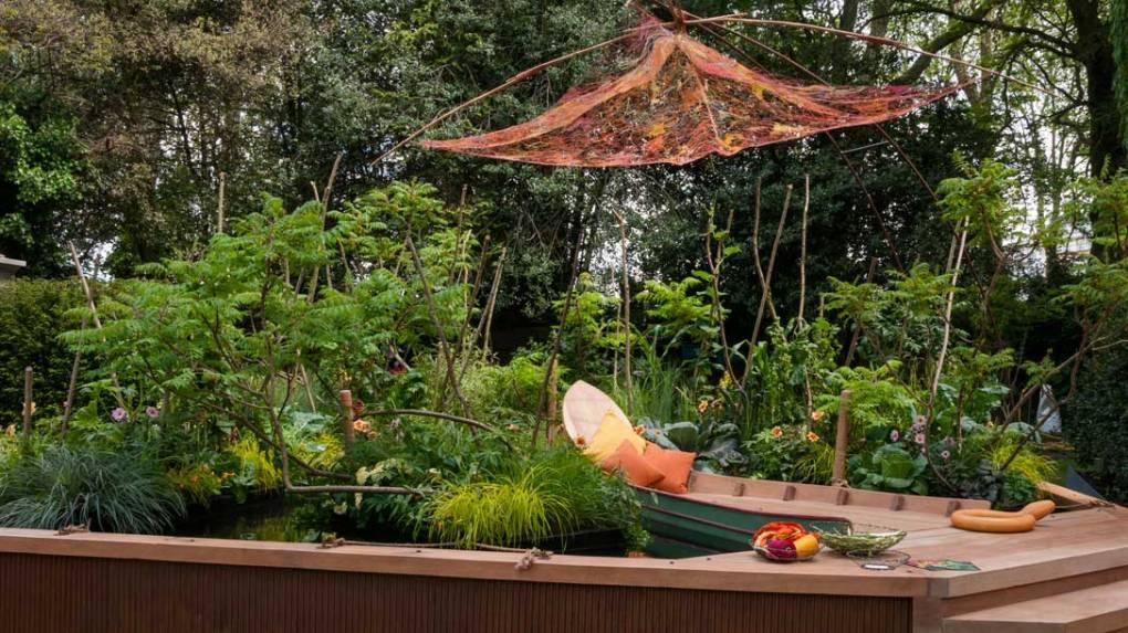 Viking Cruises Mekong Garden door Sarah Eberle