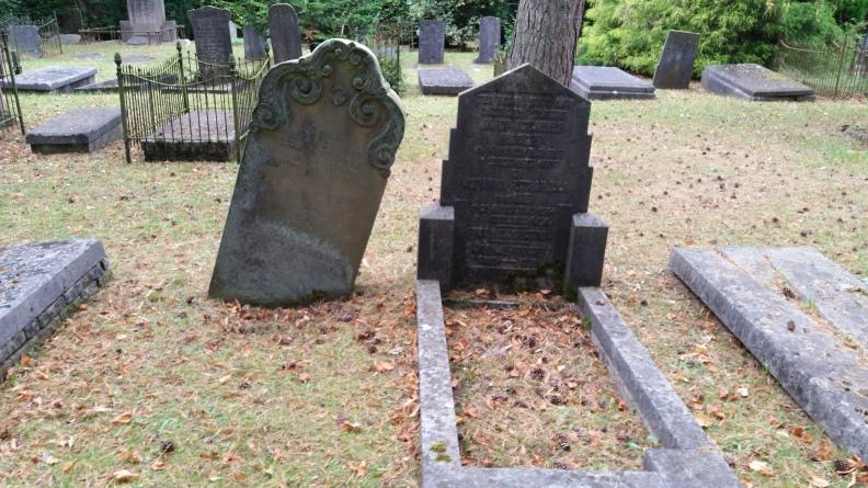 De laatste rustplek van tuinarcitect D.F. Tersteeg op de Naarderbegraafplaats
